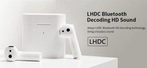 تکنولوژی LHDC: این هندزفری از رمزگشایی بلوتوث LHDC پشتیبانی میکند. لازم به ذکر است LHDC مخفف کدگذاری صوتی با تأخیر کم و کیفیت بالا است و توسط Savitech ساخته شده است. در مقایسه با فرمت صوتی SBC بلوتوث، LHDC انتقال داده را بیش از ۳ برابر امکان پذیر میسازد و همچنین واقعیترین و با کیفیتترین صدای بیسیم را فراهم میکند. این ویژگی باعث میشود هر نوع ناهمخوانی کیفیت صوتی بین دستگاههای صوتی بیسیم و سیمی از بین برود.